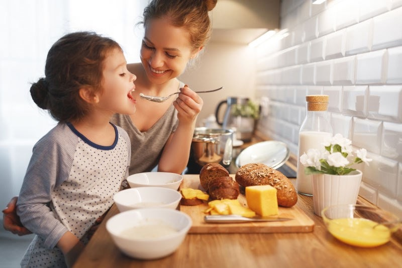Mum and daughter eating breakfast