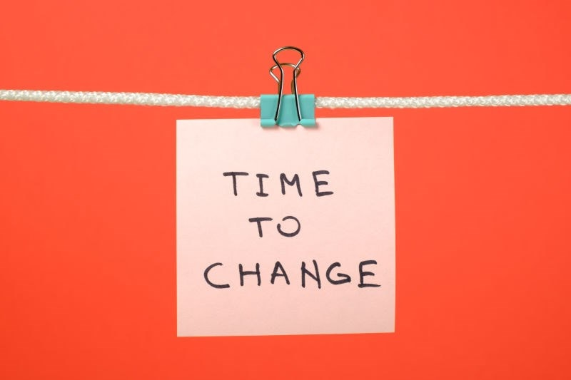 Post-it note 'time to change'