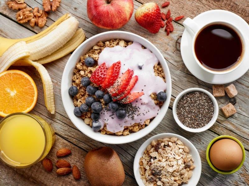 Granola breakfast yogurt & fruit